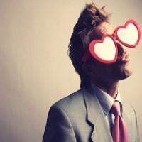 مرد عاشق چه می کند